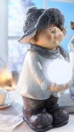 Kül- és beltéri dekoráció: Kislány világító elemes hógolyóval 40cm