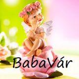 Rózsafejen csücsülő kislány angyal