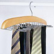 Nyakkendő rendező kihajtható fogas