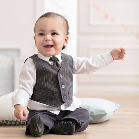 389977d47a Kisfiú szürke nyakkendős öltöny keresztelőre 4 részes ...